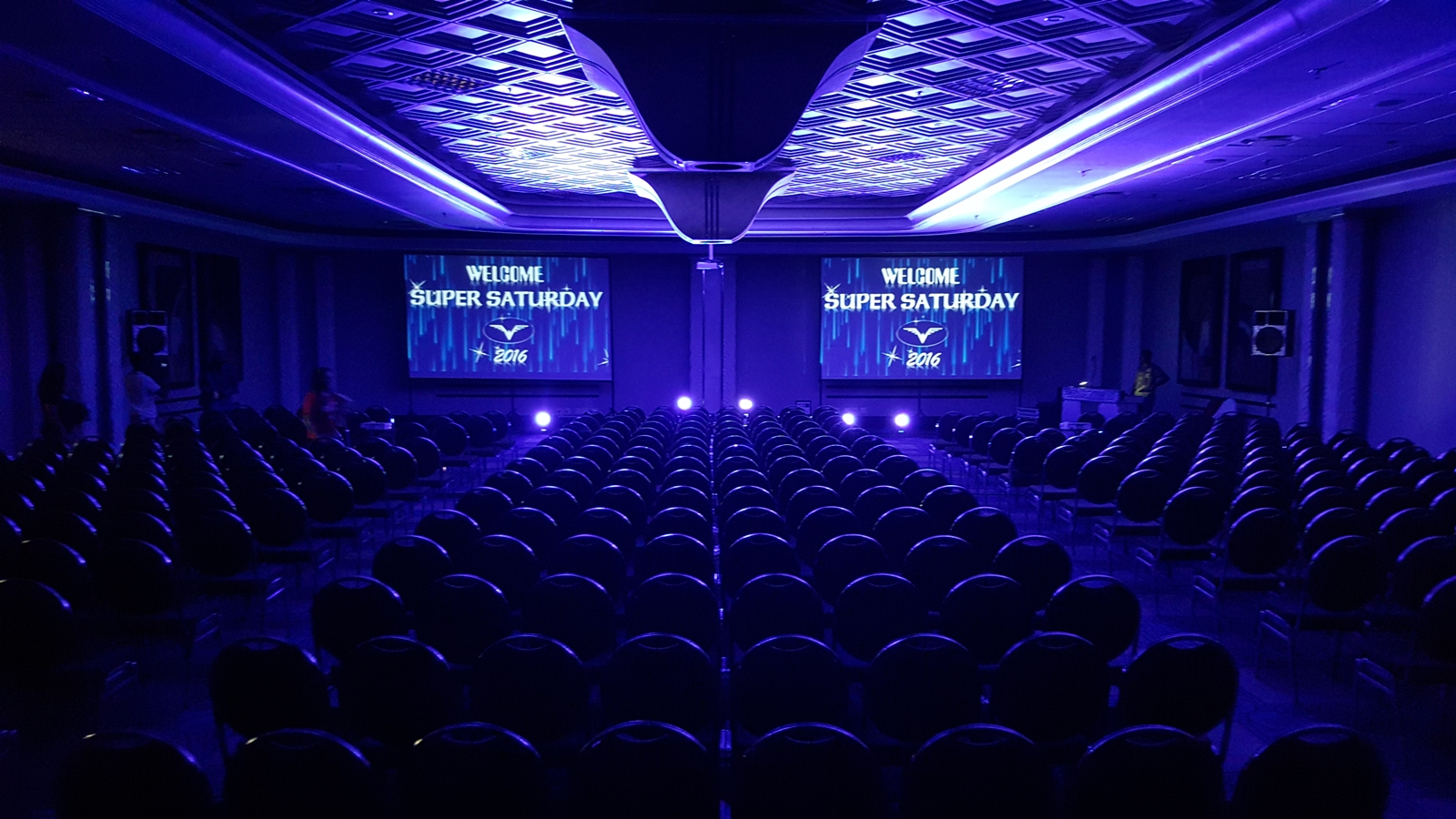 4M PROJECTOR SCREEN PACKAGE IDEAL FOR 500 TO 2000 PLUS CONFERENCE OR BIG BIRTHDAY EVENT OR DEATH CEREMONY POWER POINT SLIDE SHOW VIEW VIA PROJECTOR AND SCREEN PROJECTIONS NOW AVAILABLE FOR HIRE AT GRAVITY SOUND AND LIGHTING WAREHOUSE DURBAN 0315072463